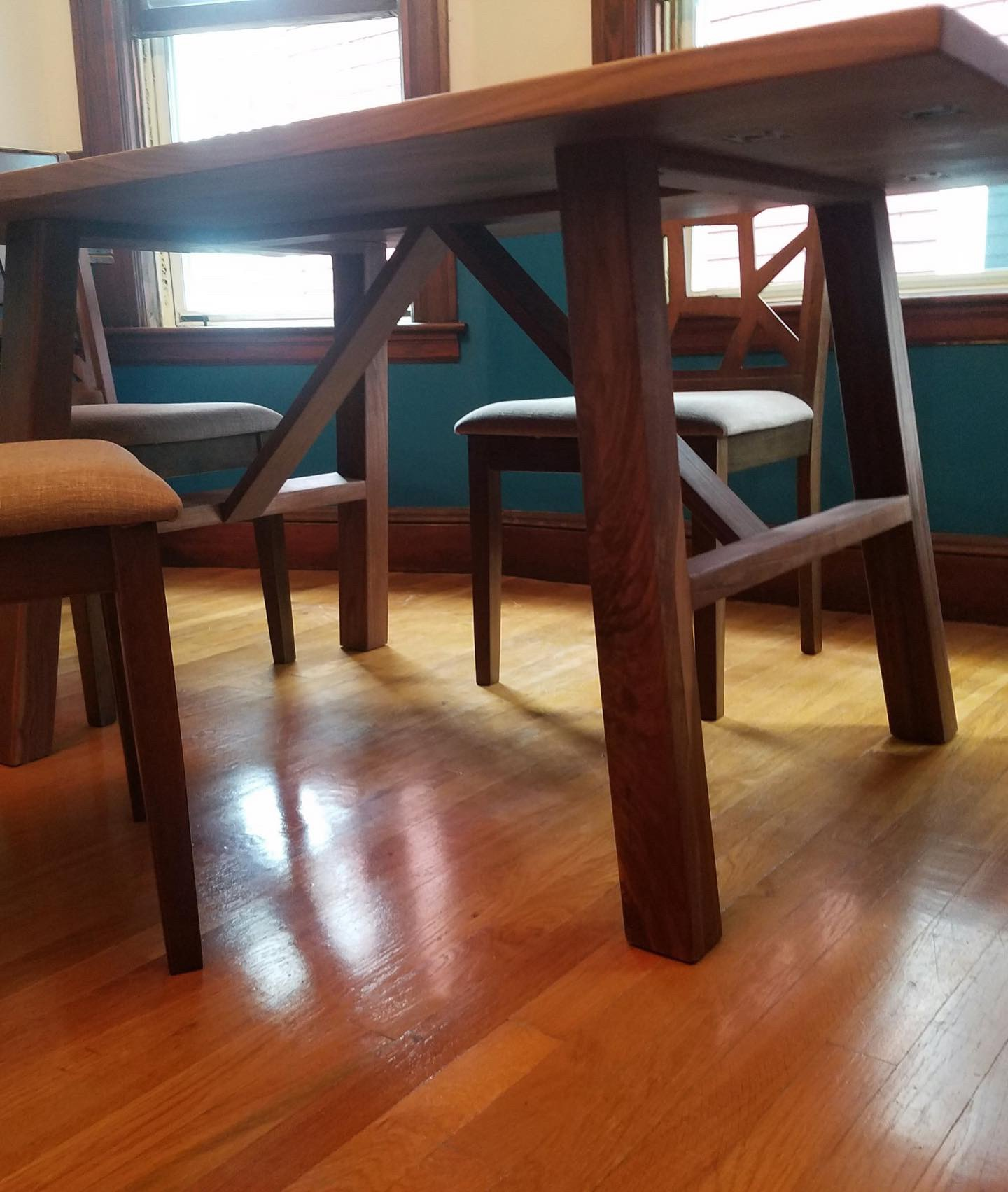 Dining Table And Hutch Set: Walnut Dining Hutch And Table Set